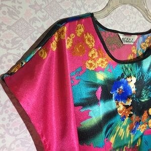 Dresses & Skirts - Bright and colorful dress with floral design M